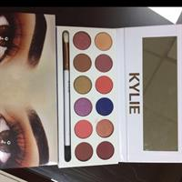 Two Different Items Kylie XoXo 12in1 Set Lipstick 2017 And Eyeshadow Kylie ! The Most Loving Makeup Brand Of Any Lady ! This Is Them All !this Lovely Gift Two Sets In One Price !