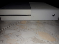 Used Xbox one, 500GB , 2 cont'S, lot of games in Dubai, UAE
