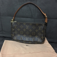 Used Authentic Louis Vuitton Monogram Pochette. Good Condition. Comes With Dustbag in Dubai, UAE