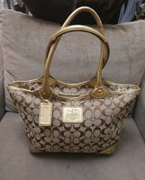 Used AUTHENTIC COACH ZIPPER TOTE BAG. in Dubai, UAE