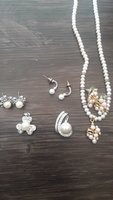 Used 3 pearl sets 2 almost new in Dubai, UAE
