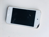 Used iPod Touch White *Broken* in Dubai, UAE