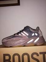 Used DEADSTOCK! Adidas Yeezy 700 Mauve US 9 in Dubai, UAE
