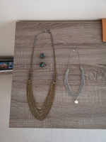 Used 2 necklaces and 2 hairclips set in Dubai, UAE
