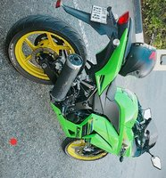 Used Sport bike Kawasaki ninja green in Dubai, UAE