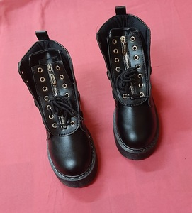 Used Thick black boots, 39 ! in Dubai, UAE