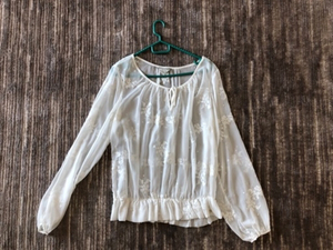 Used Guess blouse size L original in Dubai, UAE