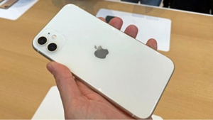 Used iPhone 11 64gb white used only for 4 day in Dubai, UAE