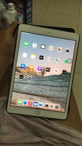 Used Ipad 8th generation 32gb gold in Dubai, UAE