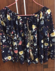 Used Floral top free size  in Dubai, UAE