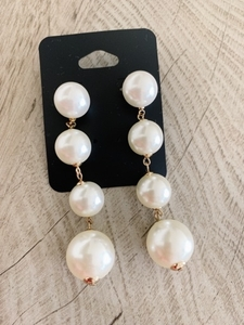 Used Pearl earrings in Dubai, UAE