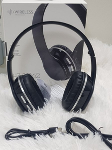Used Aux cabal bluetooth headphones ne in Dubai, UAE