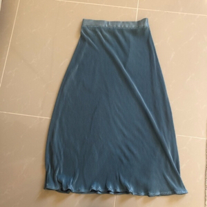 Used Never used small silk pleated skirt in Dubai, UAE