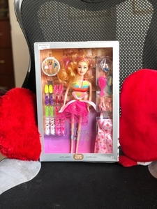 Used New fashion Barbie doll with 9pairs👠👗 in Dubai, UAE
