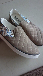 Used floral quilted slip-ons (women), fit 40 in Dubai, UAE