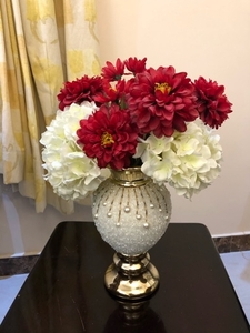 Used Vase with flowers in Dubai, UAE