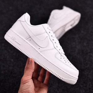 Used Nike Air Force white 43, ( sizes 40-44) in Dubai, UAE