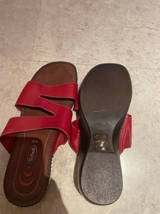 Used Dr. Scholl slippers. Jew.  Size 39 in Dubai, UAE