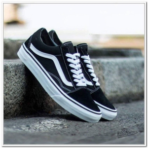 Used VANS black/white size 44 (39-45) in Dubai, UAE