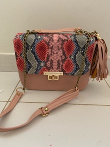 Used Fashion bag medium  in Dubai, UAE