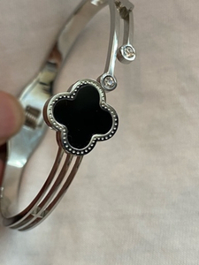 Used Van Cleef fashion bracelet  in Dubai, UAE
