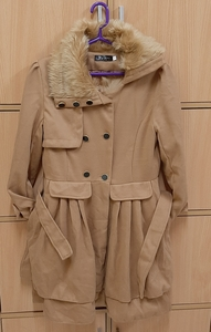 Used Coat for her, M size ! in Dubai, UAE