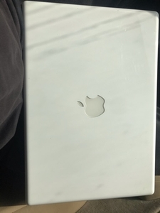 Used MacBook White 320 gb storage  in Dubai, UAE