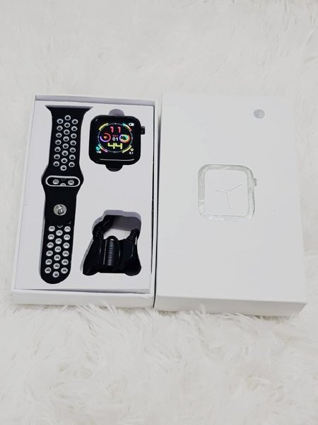 Used Esmait watch very good new oooj in Dubai, UAE