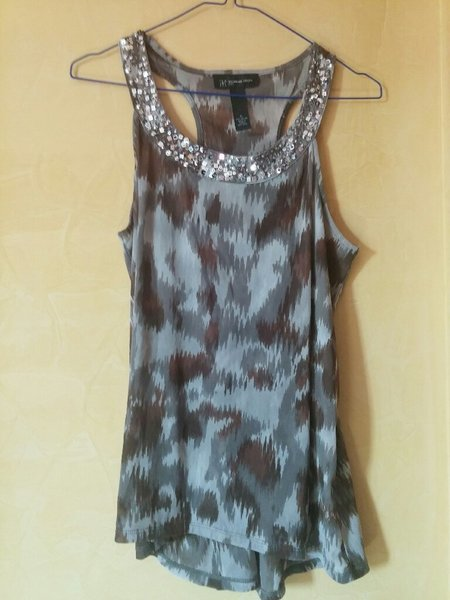 Used Shimmery grey top. Sequin work. in Dubai, UAE