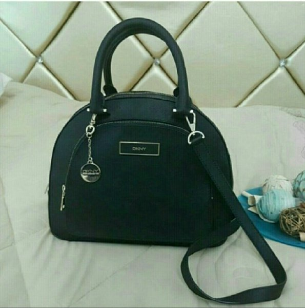 Used Authentic DKNY Hand Bag 💙 in Dubai, UAE