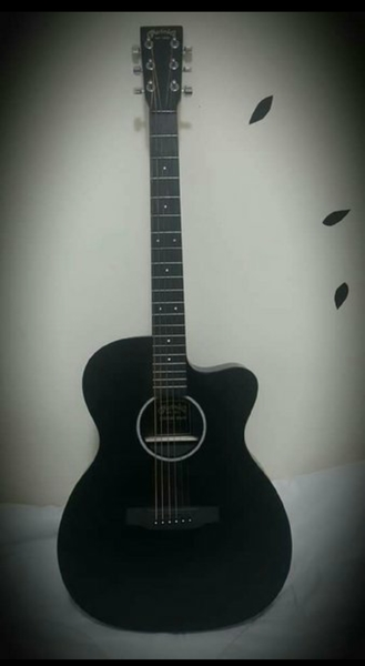 Used Guitar with hard case in Dubai, UAE