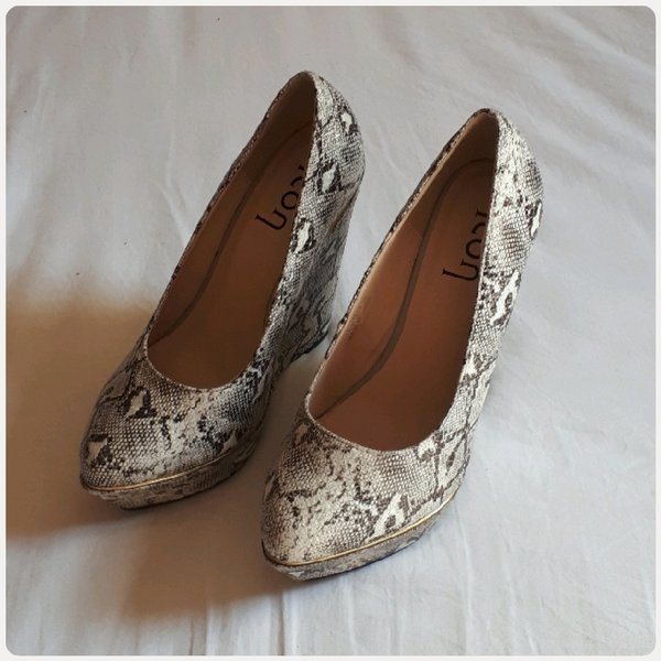 Used Wedge heels shoes snake print size-39 in Dubai, UAE