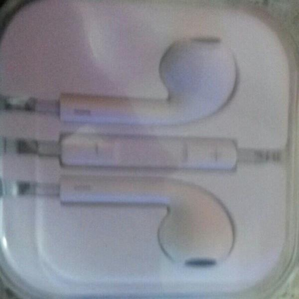 Apple Original Headsets For Sale!!. Got It From Us As Gift.