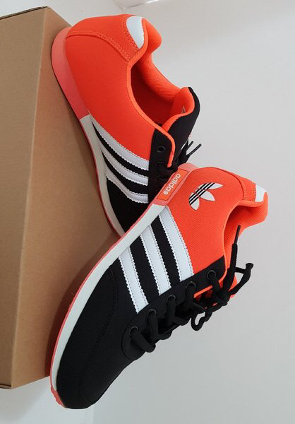 Used PROMO... Adidas shoes size 43 w/chestbag in Dubai, UAE