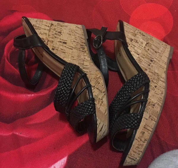 Used Paprika#wedges#used Once Only#size40 in Dubai, UAE