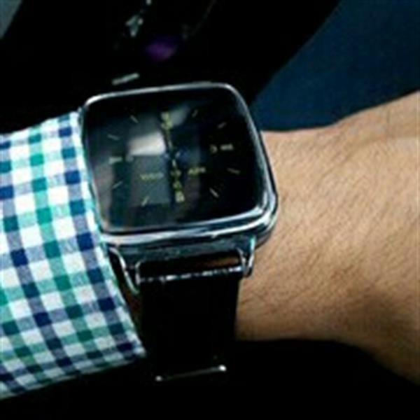 Used Android And Apple Watch Leather Strap Professional in Dubai, UAE