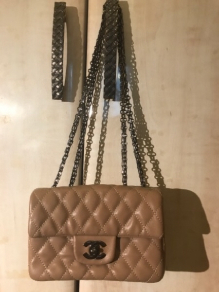 Used REAL CHANEL LEATHER HANDBAG in Dubai, UAE