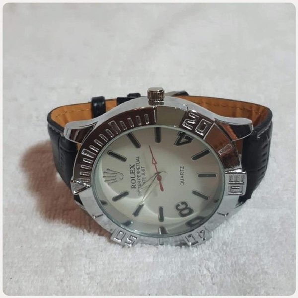 Used Nee amazing ROLEX watch for Men... in Dubai, UAE