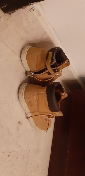 Used Timbaland hight top shoes in Dubai, UAE