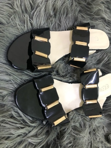 Used sandals and shoes in Dubai, UAE