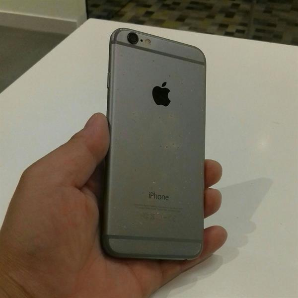 ICloud Lock Iphone 6 Memory 64 GB Silver Edition, Little Scratch Back But Condition Good.