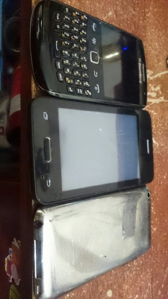 Used DAMAGE MOBILE AND IPOD FOR PARTS in Dubai, UAE