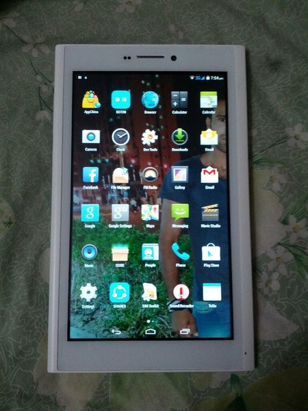 Used Tablet  q716 used like new with charge in Dubai, UAE