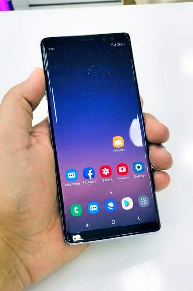 Used Samsung Note 8 With Charger and Headphon in Dubai, UAE