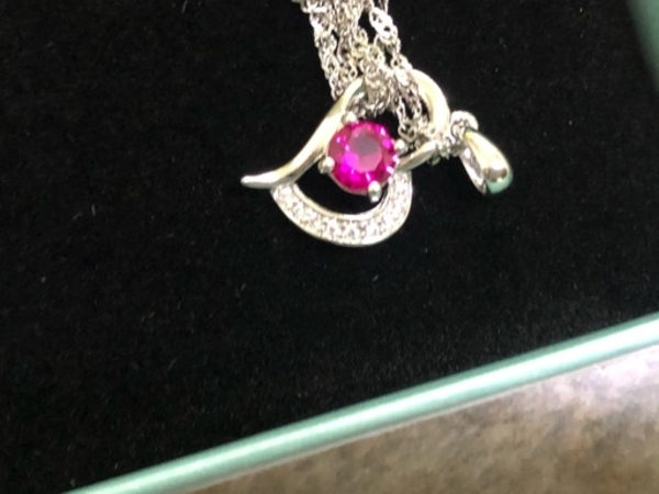 Used necklace brand new in Dubai, UAE