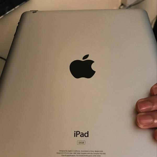 """Used Ipad 3rd Generation With Box And Fake Charger 9.7"""" Screen White Colour  in Dubai, UAE"""