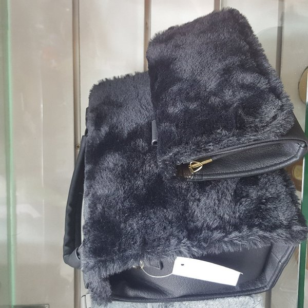 Used Ladies Bag With  matching Wallet gift in Dubai, UAE