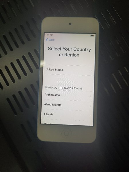 Used Apple ipod touch 6th genaration (Locked) in Dubai, UAE