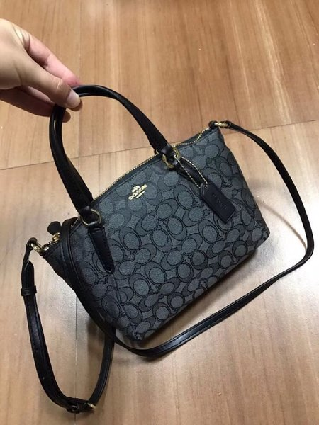 Used Authentic coach mini kelsey in Dubai, UAE