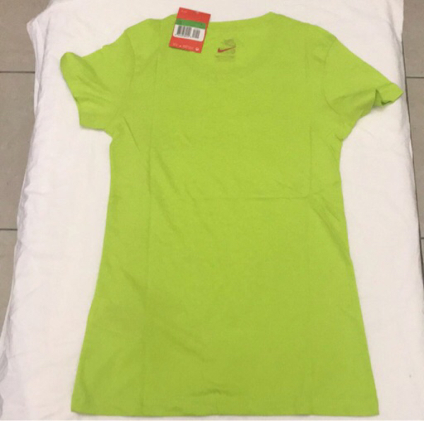 Used Item No. 6 Ladies T-shirt in Dubai, UAE